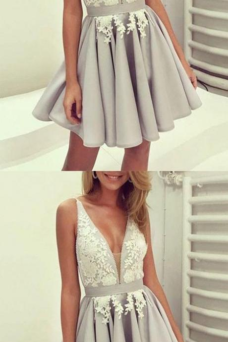 Stylish A-Line V-Neck Gray Short Prom/Homecoming Dress with Appliques